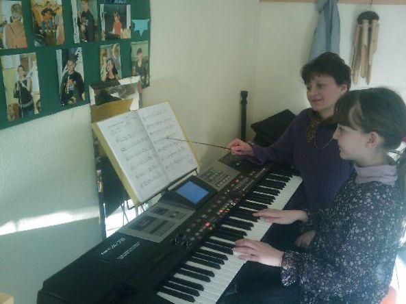 Erika am Piano